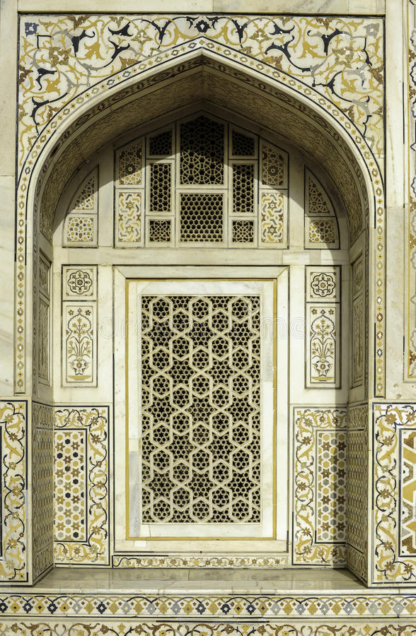 Marbel garnering av gravvalvet av Itimad-ud-Daulah eller behandla som ett barn Taj i Agra, Indien royaltyfria bilder