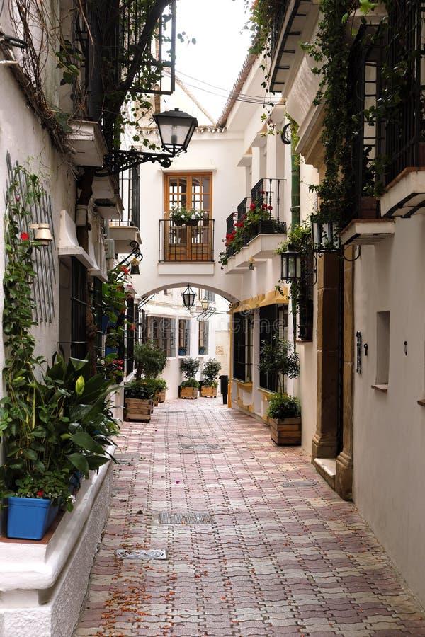 Marbella Andalucia Hiszpania stara grodzka typowa Hiszpańska wioska białkująca mieści pionowo zdjęcie stock