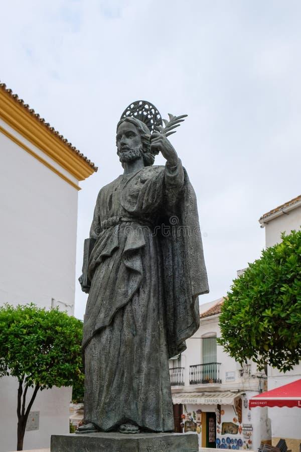 MARBELLA, ANDALUCIA/SPAIN - 6 DE JULIO: Estatua de San Bernabe en el mA imagen de archivo libre de regalías