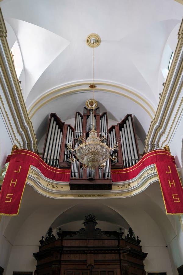 MARBELLA, ANDALUCIA/SPAIN - 23 DE MAYO: Órgano en la iglesia del fotografía de archivo libre de regalías