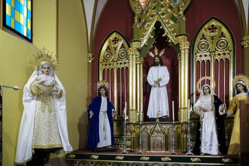 MARBELLA, ANDALUCIA/SPAIN - 23 DE MAYO: Estatuas de los santos en th foto de archivo