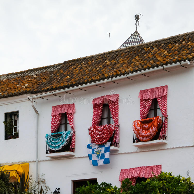 MARBELLA, ANDALUCIA/SPAIN - 6 JUILLET : Robes traditionnelles d'Espagnol photos libres de droits