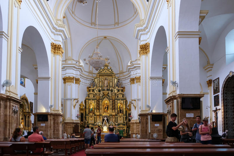MARBELLA, ANDALUCIA/SPAIN - 6. JULI: Innenraum der Kirche von t stockfotografie