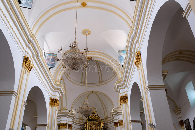 MARBELLA, ANDALUCIA/SPAIN - 6. JULI: Innenraum der Kirche von t lizenzfreie stockbilder