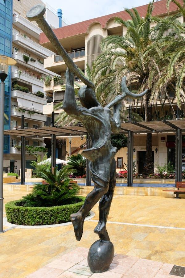 MARBELLA ANDALUCIA/SPAIN - JULI 6: Mercurio staty vid Salvador royaltyfria foton