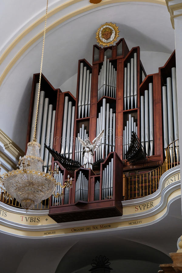 MARBELLA, ANDALUCIA/SPAIN - LIPIEC 6: Organ w kościół obraz royalty free