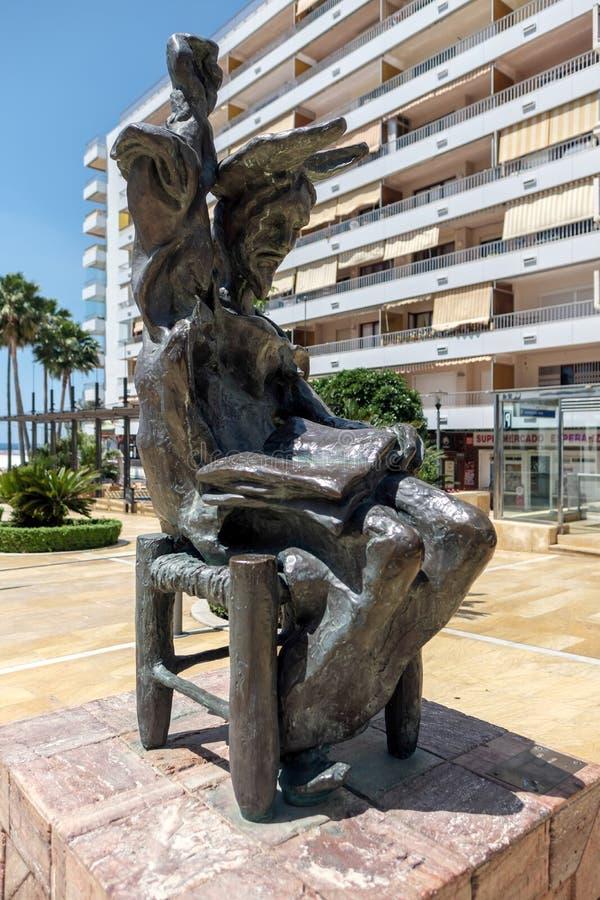MARBELLA, ANDALUCIA/SPAIN - 23. MAI: Don Quixote Sitting Down St lizenzfreie stockbilder