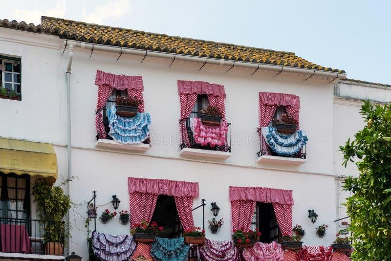 MARBELLA, ANDALUCIA/SPAIN - 23 MAI : Robes traditionnelles d'Espagnol photographie stock libre de droits