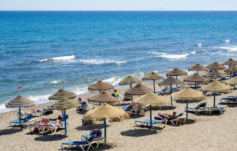 MARBELLA, ANDALUCIA/SPAIN - 4 MEI: Mening van het strand in Marbell royalty-vrije stock foto's