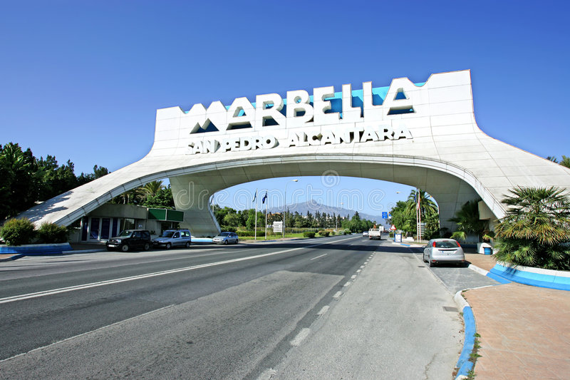 Marbella Bogen in San Pedro in Spanien stockbild