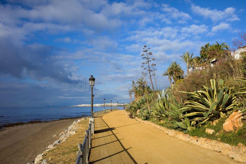 Marbella a la 'promenade' de Puerto Banus imagenes de archivo
