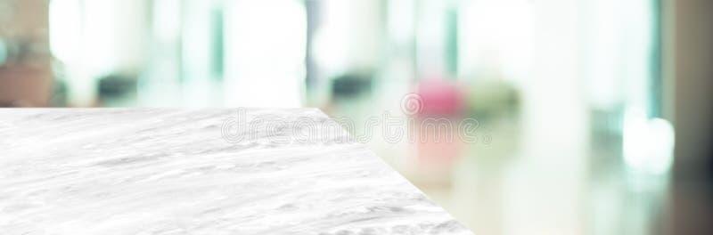 Marble table top product display background met blus zakelijk kantoor hallway de linkerperspectiefsteen keuken tegen mensen royalty-vrije stock fotografie
