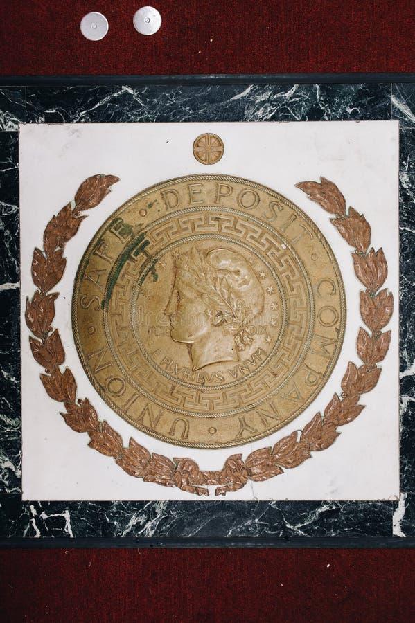 Marbre + Sceau de bronze - Abandon de l'Union Safe Deposit Company - Youngstown, Ohio photos stock