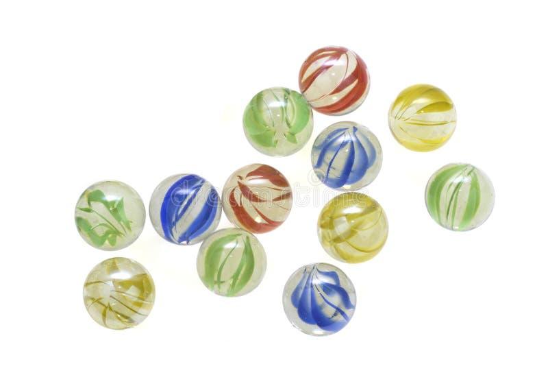 Marbres en verre colorés d'isolement sur le fond blanc image stock