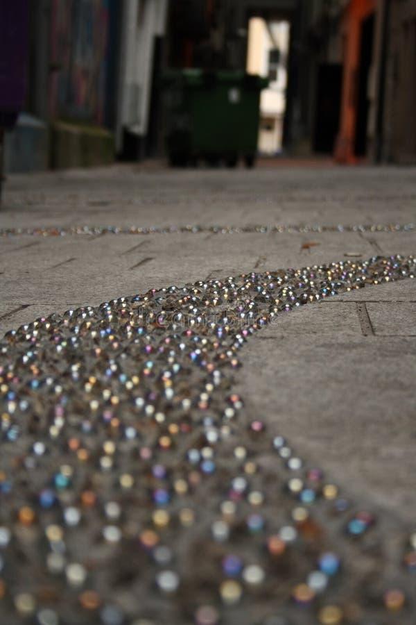 Marbres encastrés sur le trottoir photos stock