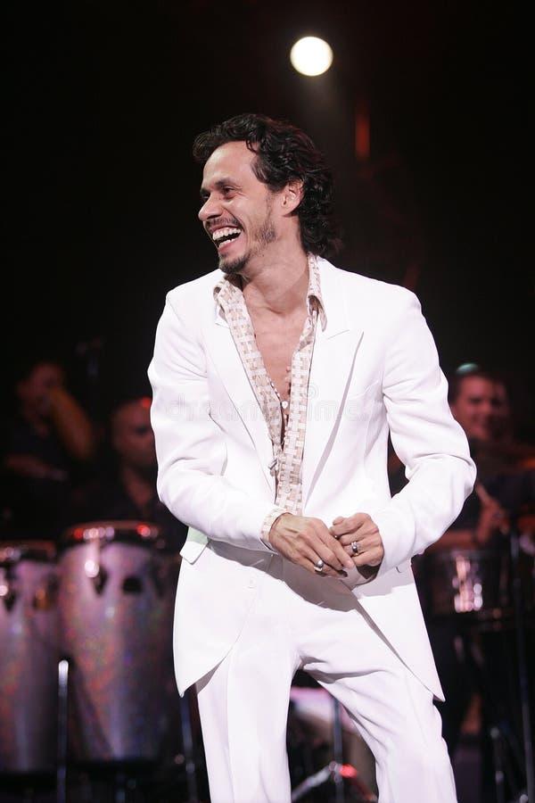 Marc Anthony führt im Konzert durch stockbilder