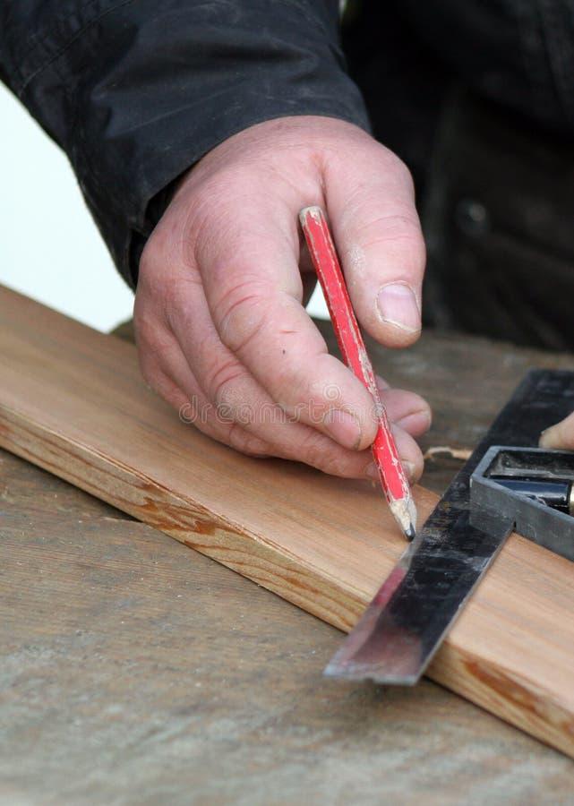 Marcação do marceneiro acima da madeira imagem de stock royalty free