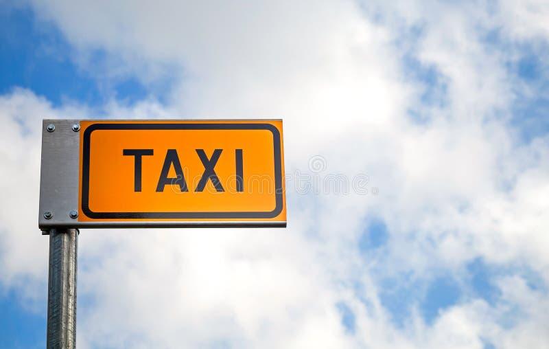Marca amarela do estacionamento do táxi fotografia de stock royalty free