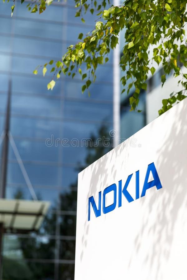 Marca de Nokia em uma placa branca em Finlandia foto de stock royalty free
