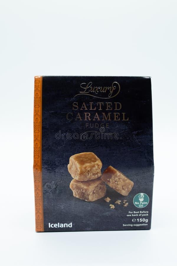 Marca dell'Islanda di fondente salato di lusso del caramello in Packa riciclabile fotografie stock