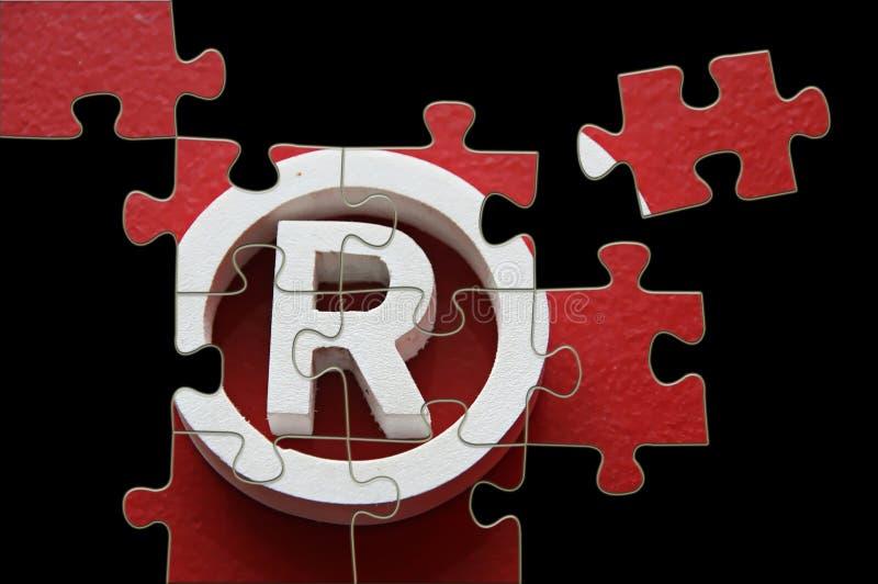 Marca registrada de R - rompecabezas incompleto ilustración del vector