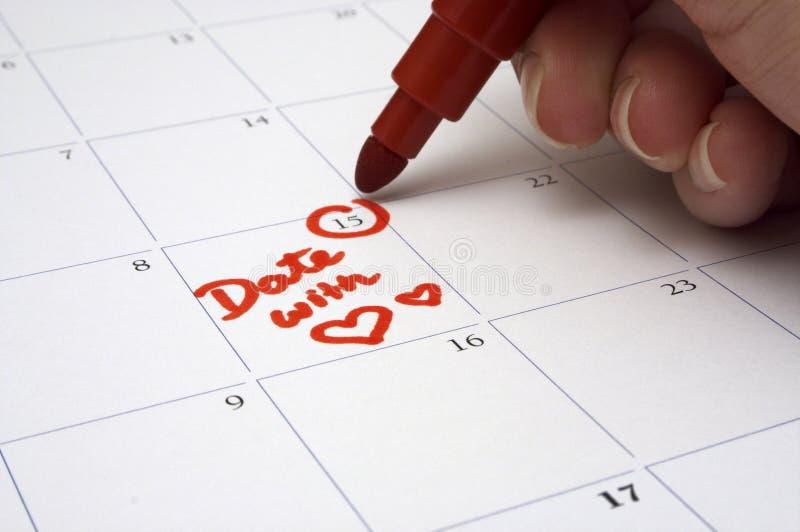 Marcado de una fecha especial en el calendario fotografía de archivo libre de regalías