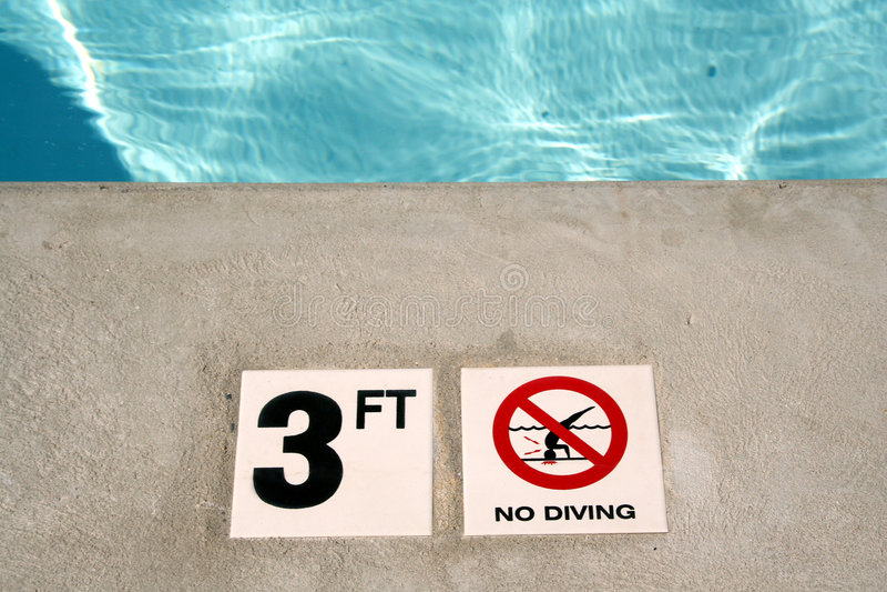 Marcador da profundidade da piscina fotografia de stock