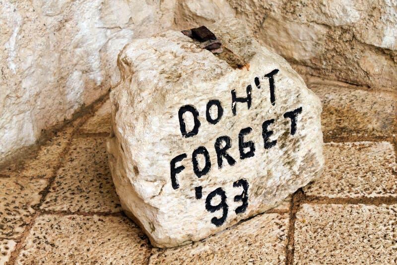 Marcador de pedra em Mostar fotos de stock royalty free