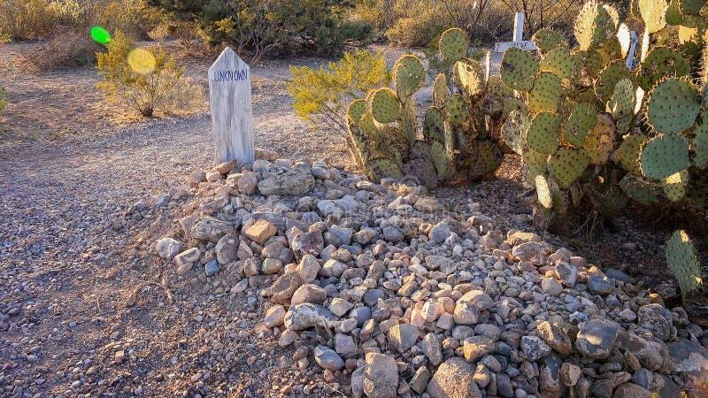 Marcador grave desconhecido no cemitério histórico do monte da bota da lápide imagens de stock