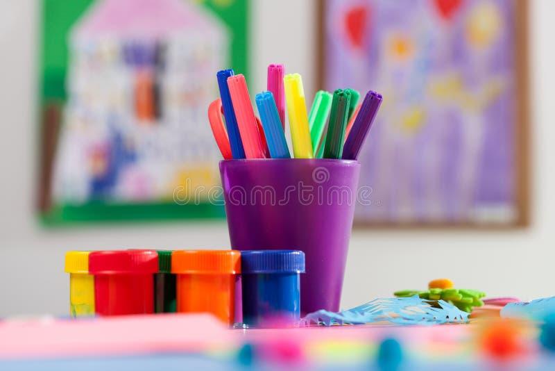 Download Marcadores Y Pintura Coloreados Foto de archivo - Imagen de diseño, lápiz: 42427576