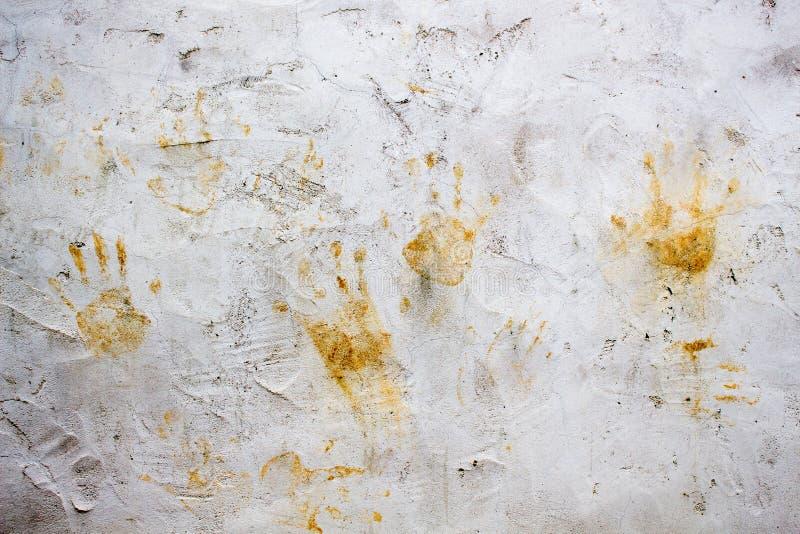 Marcas da mão na parede imagens de stock