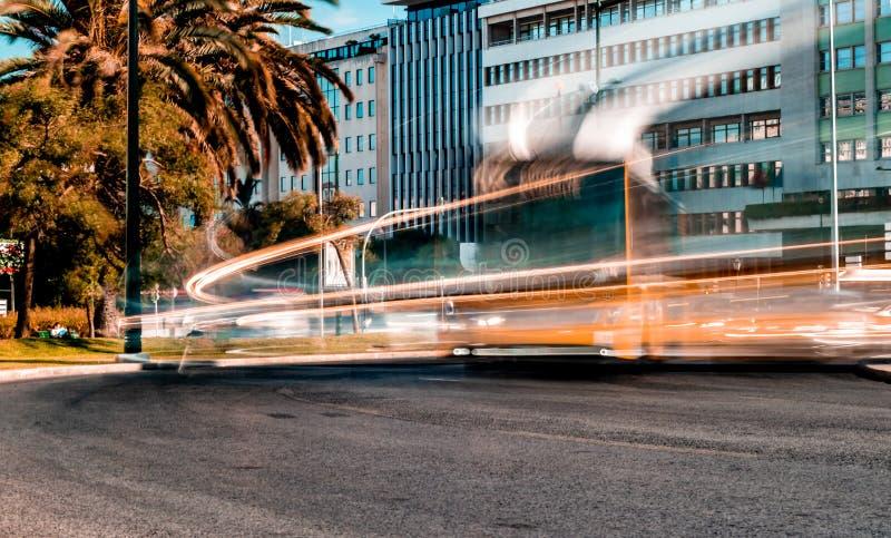marcas recolhidas de da exposição foto longa pomabal Lisboa Portugal data no 25 de junho de 2019 vista com os veículos moventes q fotos de stock