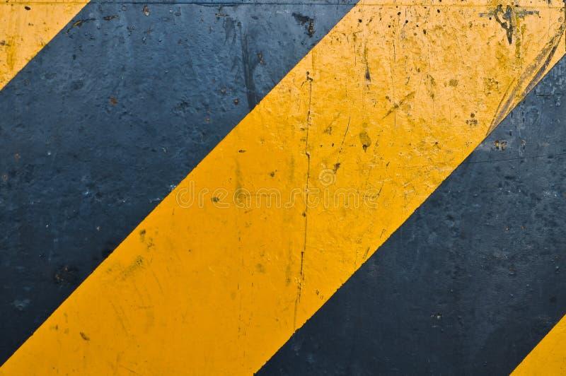 Marcatura di strada gialla e nera fotografie stock