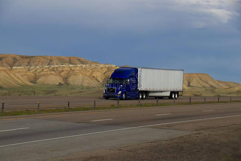 MARCATURE blu del Semi-camion RIMOSSE fotografia stock