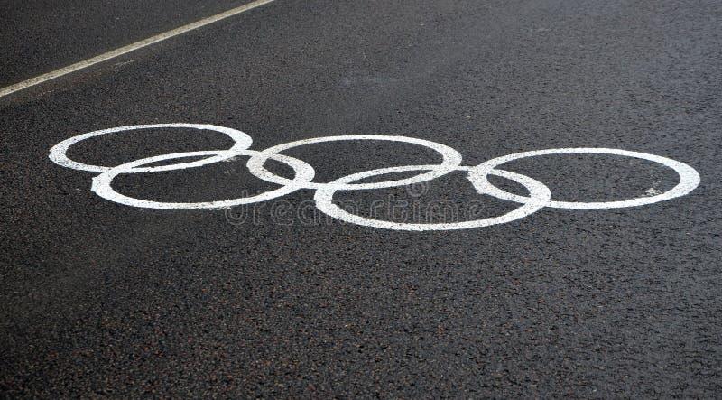 Marcature temporanee olimpiche su un vicolo dedicato per trasporto accreditato fotografie stock libere da diritti