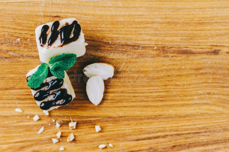 Marcepany Na stole zdjęcie stock