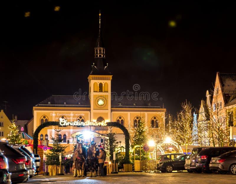Marché allemand traditionnel de Noël dans Pfaffenhofen photographie stock libre de droits