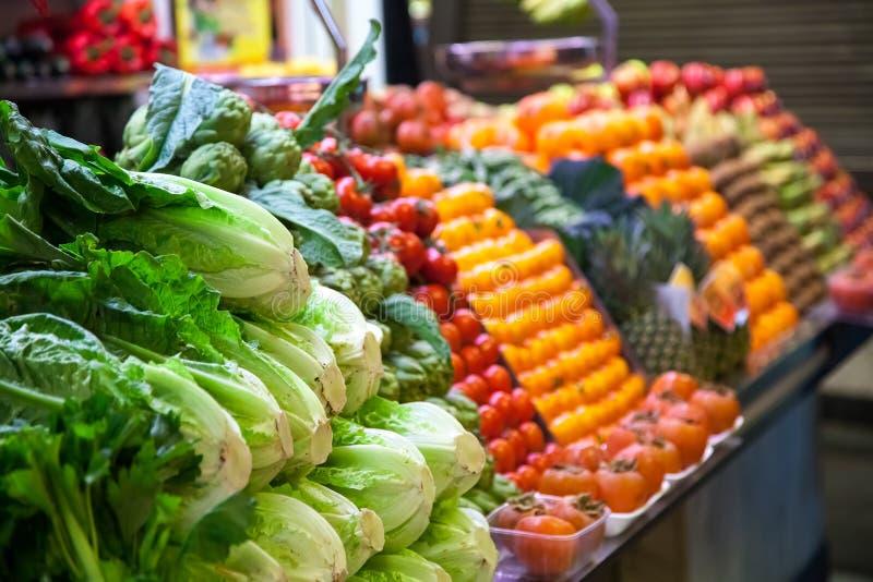 Marché avec le camion de jardin, les légumes, etc. Dans images stock