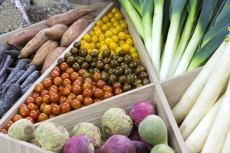 Marché avec les légumes frais photo stock