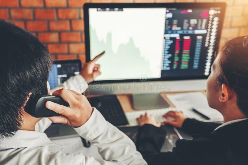 Marché boursier d'investissement d'affaire d'équipe d'affaires discutant le concept d'opérateurs en bourse de commerce de marché  photos libres de droits