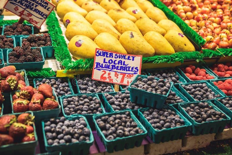 Marché d'agriculteurs d'endroit de brochets à Seattle, Etats-Unis photos stock