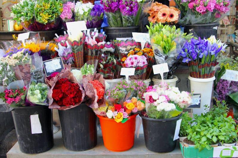 Marché de Carmel de vente de bouquets de fleur, Tel Aviv photo stock
