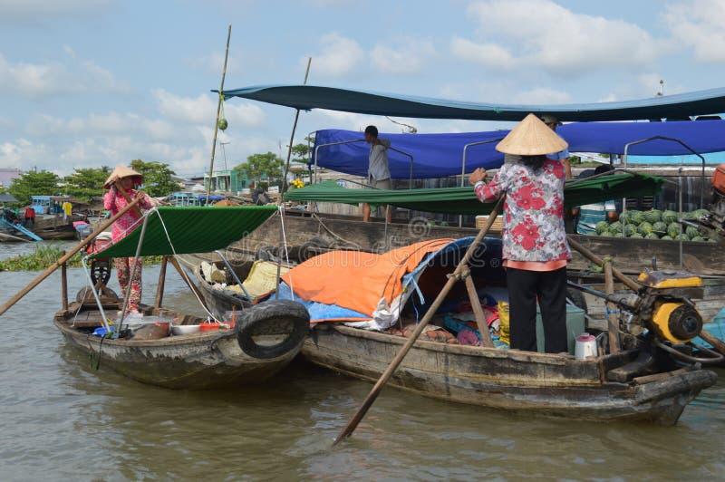 Marché de flottement Cai Rang de delta du Vietnam - du Mékong photographie stock