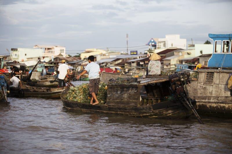 Marché de flottement de Cai Rang sur le Mekong photo stock