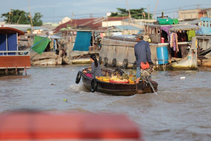 Marché de flottement de Cai Rang sur le Mekong photographie stock libre de droits