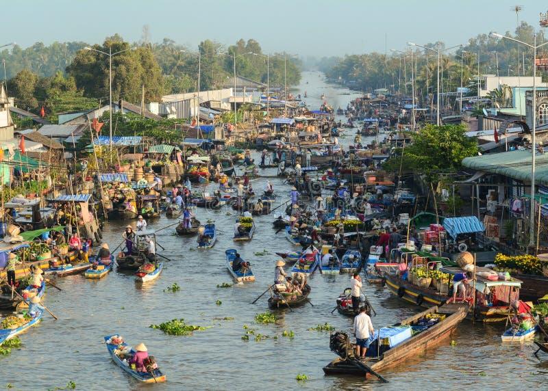 Marché de flottement de Cai Rang dans Can Tho, Vietnam image libre de droits