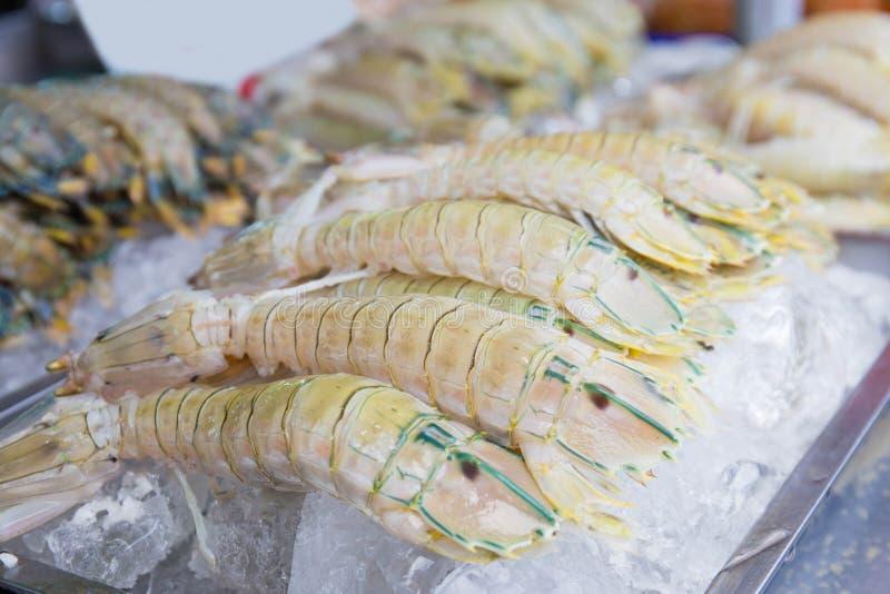 Marché de fruits de mer/fruits de mer frais sur la glace Crevette, écrevisse, palourdes et photographie stock