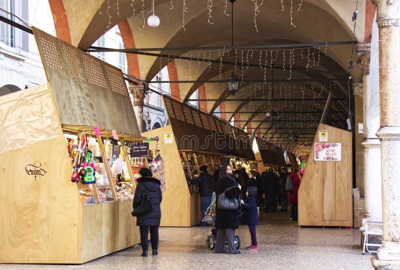 Marché de Noël à Strada Maggiore, Foire de Santa Lucia à Bologne image stock