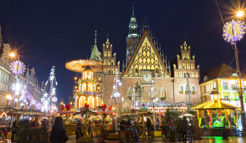 Marché de Noël à Wroclaw à la soirée, Pologne, l'Europe photos libres de droits