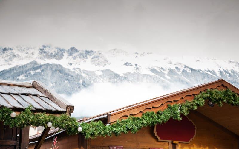 Marché de Noël dans les Alpes image stock